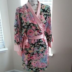 Beautiful VTG Victoria's Secret Robe